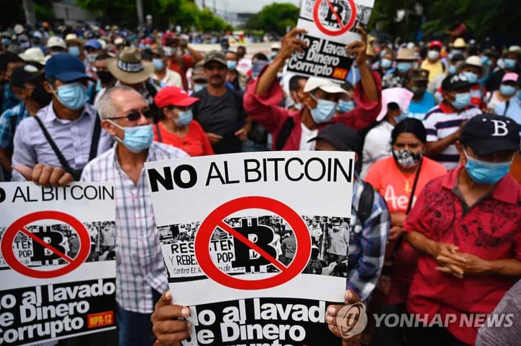 People protesting against Bitcoin in El Salvador. Image: Yonhap News