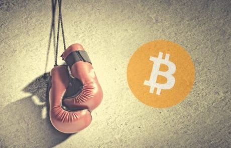 Bitcoin Continues to Fight for $9,000 As Altcoins Recover Slightly